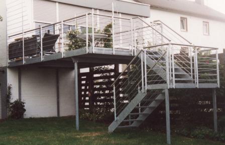 Metalltreppen Podesttreppe Mit Treppenstufen Aus Gitterrost