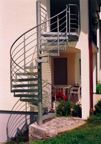 metalltreppen au entreppe als spindeltreppe feuerverzinkt. Black Bedroom Furniture Sets. Home Design Ideas
