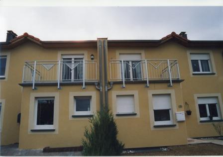 gel nder balkongel nder an zwei balkonen spiegelbildlich in edelstahl nicht das haus der. Black Bedroom Furniture Sets. Home Design Ideas