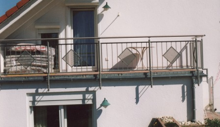 gel nder balkongel nder feuerverzinkt mit lochblech im. Black Bedroom Furniture Sets. Home Design Ideas
