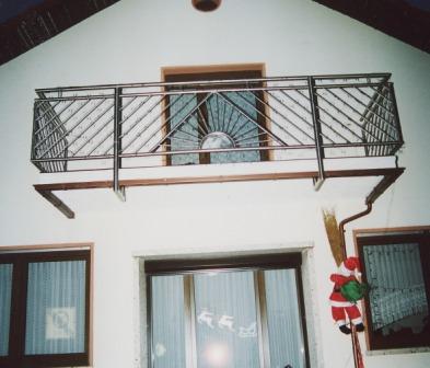 gel nder balkongel nder in edelstahl mit vorderem ornament leider ohne treppe. Black Bedroom Furniture Sets. Home Design Ideas