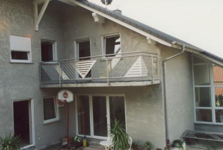 gel nder edelstahlgel nder als au engel nder an einem balkon mit glas und lochblech. Black Bedroom Furniture Sets. Home Design Ideas