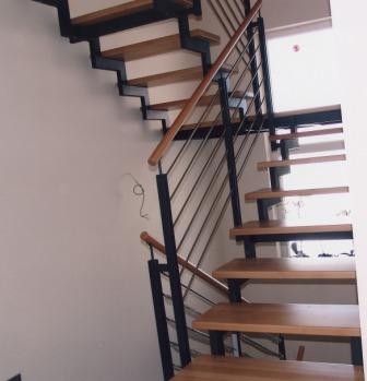 gel nder edelstahlgel nder als treppengel nder an einer podesttreppe der handlauf ist in holz. Black Bedroom Furniture Sets. Home Design Ideas