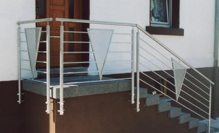 gel nder gel nder verzinkt als treppengel nder mit mitlaufenden f llst ben und dreieckigen. Black Bedroom Furniture Sets. Home Design Ideas