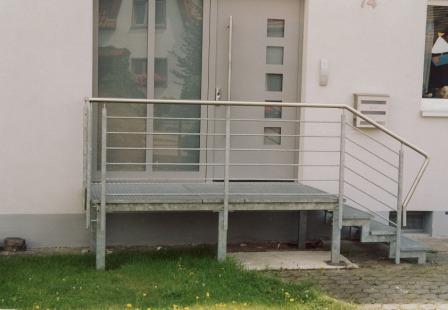 gel nder gel nder verzinkt an einer au entreppe als treppengel nder mit waagerechten f llst ben. Black Bedroom Furniture Sets. Home Design Ideas