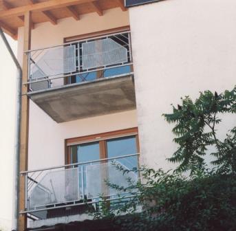 gel nder gel nder verzinkt an einem au enbalkon als balkongel nder in doppelter ausf hrung mit. Black Bedroom Furniture Sets. Home Design Ideas