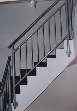 gel nder innengel nder als metallgel nder an einer betontreppe dieses treppengel nder wurde. Black Bedroom Furniture Sets. Home Design Ideas