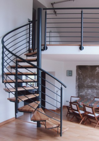 gel nder innengel nder als metallgel nder an einer spindeltreppe diese metalltreppe f hrt zu. Black Bedroom Furniture Sets. Home Design Ideas