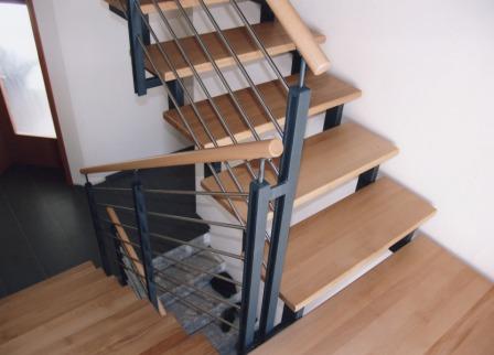 gel nder innengel nder als metallgel nder an einer zweiholmtreppe die zweiholmtreppe ist als. Black Bedroom Furniture Sets. Home Design Ideas