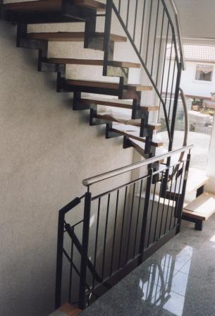 treppe halbgewendelt ma e gel nder f r au en. Black Bedroom Furniture Sets. Home Design Ideas
